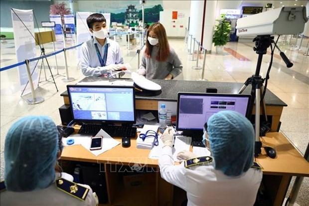 越南航空局要求乘客在飞机起飞前严格执行在线健康申报制度 hinh anh 1