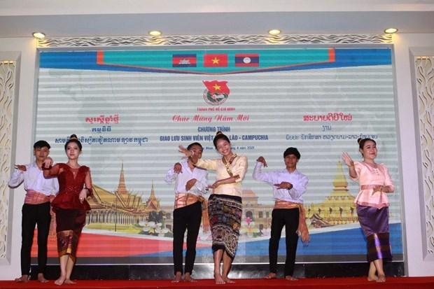 胡志明市领导向老挝和柬埔寨大学生送去传统新年祝福 hinh anh 1