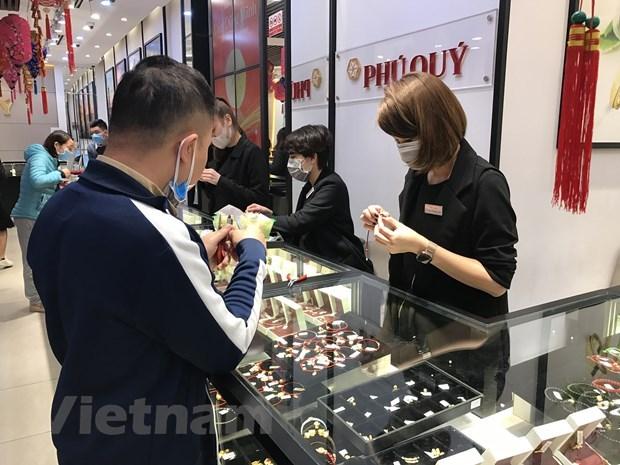 12日上午越南国内市场黄金价格每两约5500万越盾 hinh anh 1