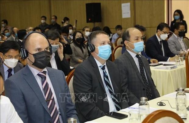 越南政府宗教委员会与在越参加宗教活动的外国人举行见面会 hinh anh 1