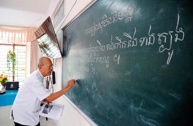 南部地区高棉族村庄的教师 hinh anh 1