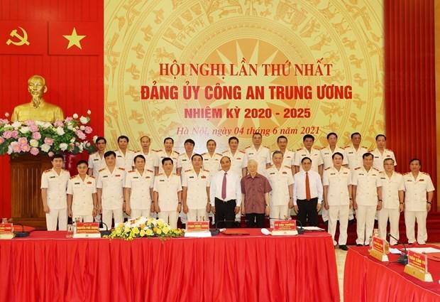 越共中央政治局指定2020-2025年任期中央公安党委的决定正式公布 hinh anh 1
