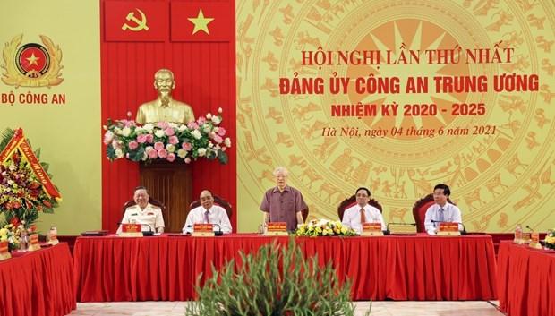 越共中央政治局指定2020-2025年任期中央公安党委的决定正式公布 hinh anh 2