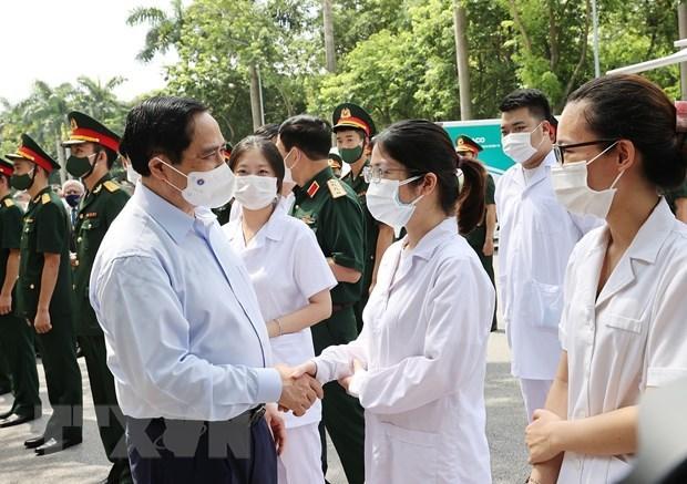 越南政府总理范明政:许多人希望优先为疫情重灾区进行新冠疫苗接种 hinh anh 1