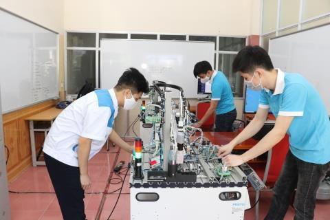 对人力资源进行技能提升培训和在培训 满足第四次工业革命的要求 hinh anh 1