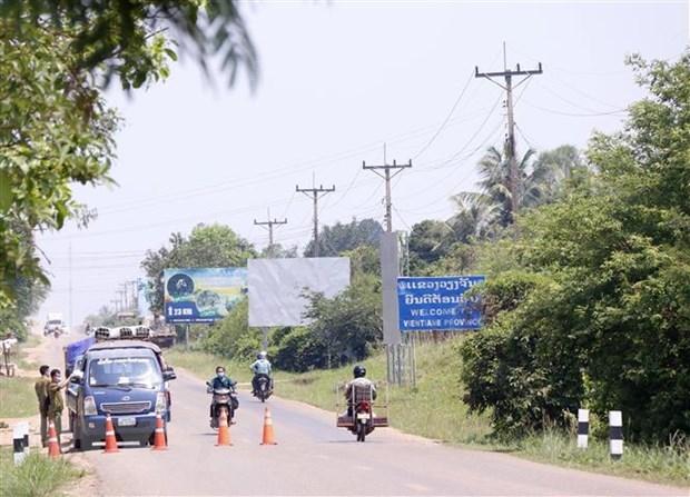 新冠肺炎疫情:老挝封锁令继续延长15天 促进 疫苗接种工作 hinh anh 1