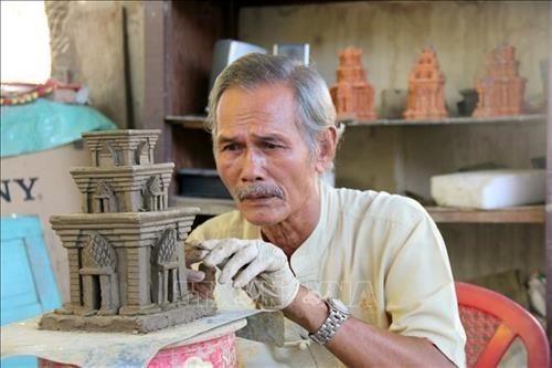 越南平顺省着力保护和发展占族陶瓷手工艺业 hinh anh 1