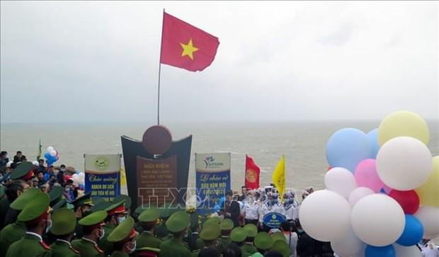 越南大陆领土最东端地区举行2021年新年升旗仪式并迎来新年首批游客 hinh anh 1