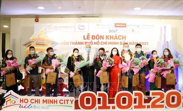 越南大陆领土最东端地区举行2021年新年升旗仪式并迎来新年首批游客 hinh anh 2