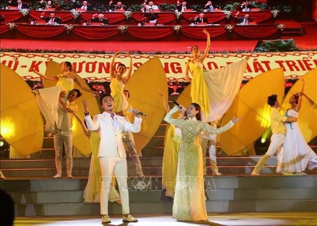 """题为""""为越南共产党而骄傲""""的特别艺术活动在胡志明市举行 hinh anh 1"""