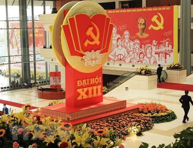 越共十三大:推动越南坚定不移走上发展道路的重要基础 hinh anh 1