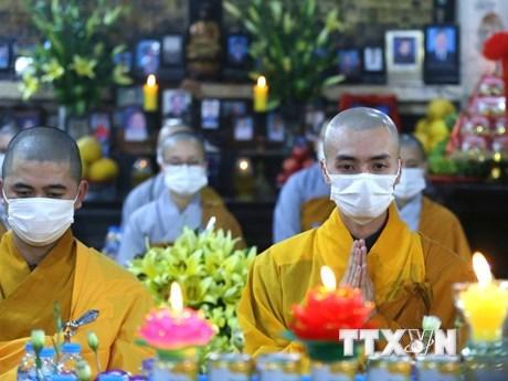 越南各家寺院以线上形式举行祈安法会 hinh anh 1