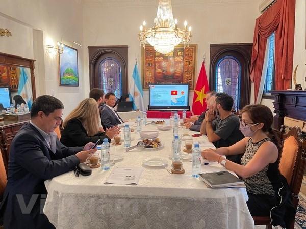 越南驻阿根廷大使馆向阿根廷媒体介绍越南的情况 hinh anh 1