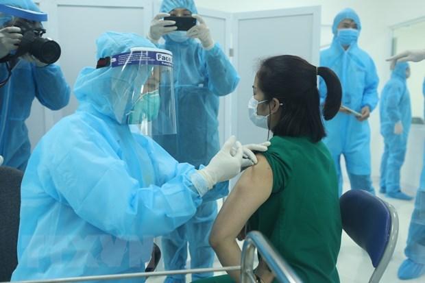 胡志明市首批疫苗开始接种 hinh anh 1