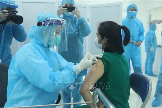 新冠肺炎疫情:首批新冠疫苗接种在河内、胡志明市和海阳省正式展开 hinh anh 1
