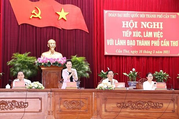越南国会主席阮氏金银与芹苴市领导座谈 hinh anh 1