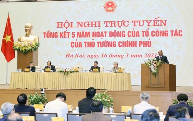 阮春福总理:政府总理工作组已成为推动政府活动方针落地落实的得力助手 hinh anh 1