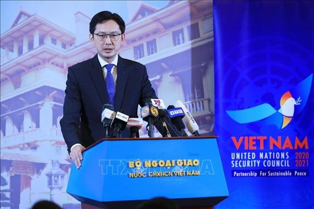 外交部例行记者会:越南担任第二次联合国安理会主席提出的三大优先任务 hinh anh 1