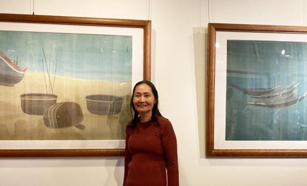 越南著名丝绸画女画家的个人展在胡志明市举行 hinh anh 1