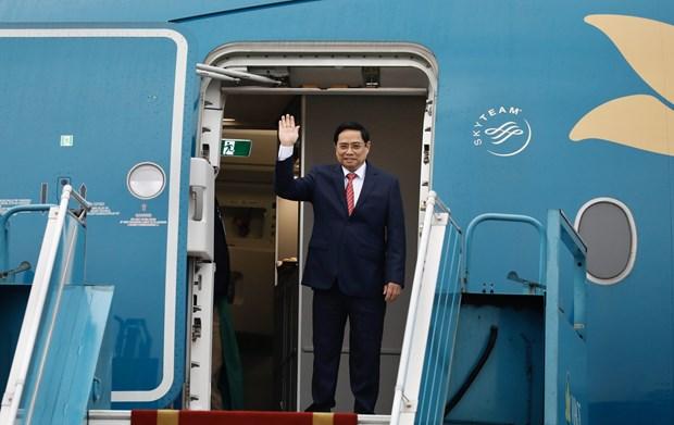 越南政府总理范明政离开河内前往印尼雅加达出席东盟领导人会议 hinh anh 1
