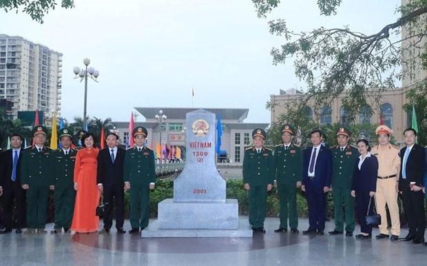 越中举行第六次边境国防友好交流活动 hinh anh 2