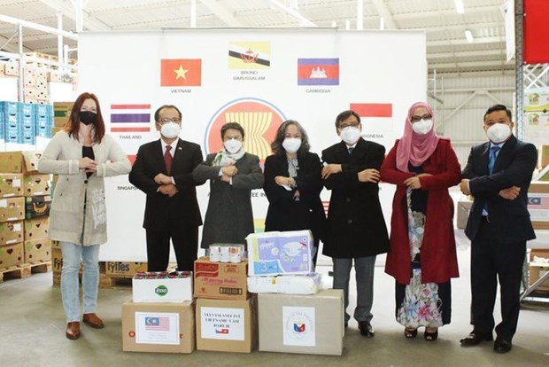 捷克东盟委员会向受新冠疫情影响的捷克居民提供援助 hinh anh 1