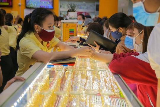 今日上午越南国内市场黄金价格每两在5500万越盾以上 hinh anh 1