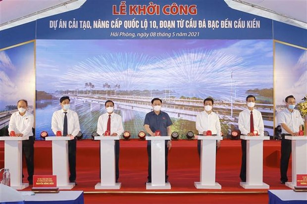 越南国会主席王廷惠出席10号公路海防路段升级改造项目动工仪式 hinh anh 1