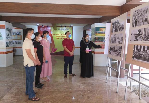 胡志明主席资料和资料图片展示活动在太原省定化安全区举行 hinh anh 1