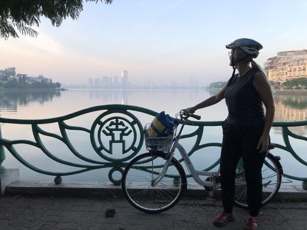 瑞典大使骑统一自行车上班 尽享生活乐趣 hinh anh 1