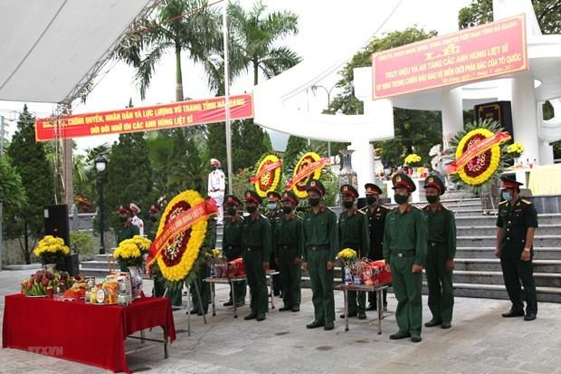 河江省烈士追悼会和安葬仪式在渭川国家烈士陵园举行 hinh anh 1