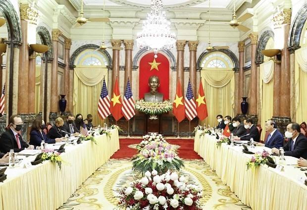 越南国家主席阮春福会见美国副总统卡玛拉•哈里斯 hinh anh 1