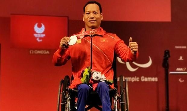 2020年东京残奥会:越南举重运动员黎文公摘下银牌 hinh anh 1