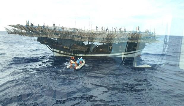 长沙海域一渔民突发疾病 SAR412号救援船赶至平安送医 hinh anh 1