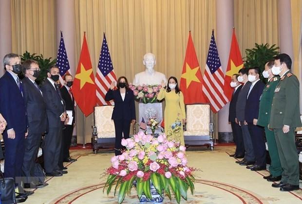 国家副主席武氏映春主持仪式 欢迎美国副总统哈里斯访问越南 hinh anh 1