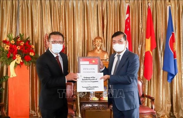 新加坡淡马锡基金向越南捐赠呼吸机和其他防疫物资 hinh anh 1