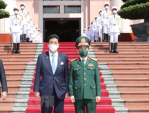 日本防卫大臣岸信夫对越南进行正式访问 hinh anh 1