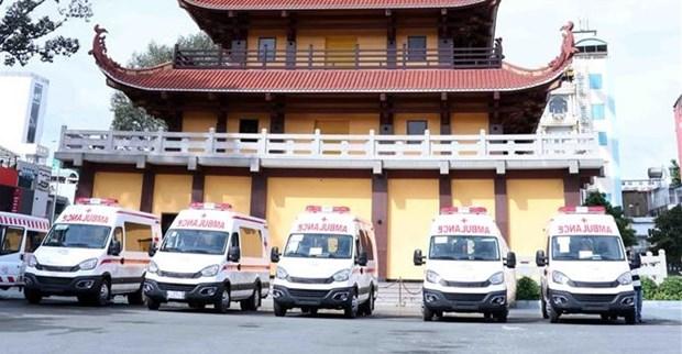 越南佛教协会胡志明市分会捐赠10辆救护车 助力防疫工作 hinh anh 1