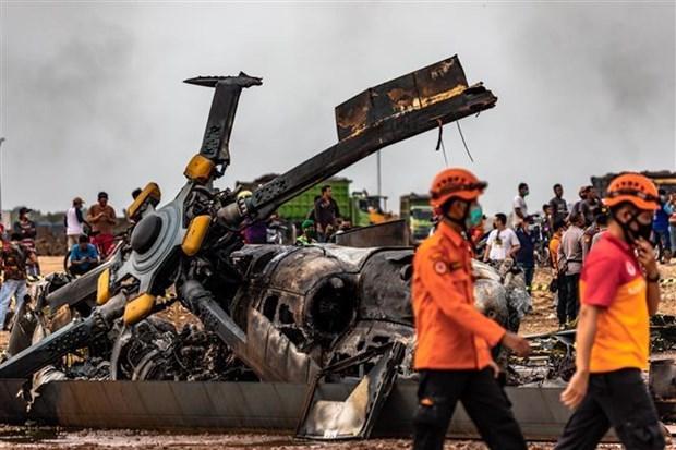 印尼军方一架直升机坠毁致9人伤亡 hinh anh 1