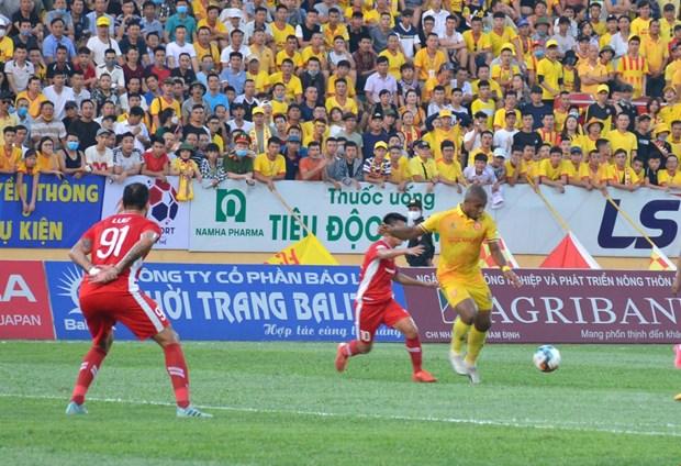 外媒发表文章高度评价越南足球甲级联赛重启 上万球迷坐满球场 hinh anh 2