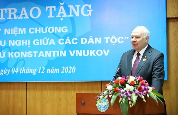 """俄罗斯驻越南大使荣获""""致力于各民族和平友谊""""纪念章 hinh anh 3"""