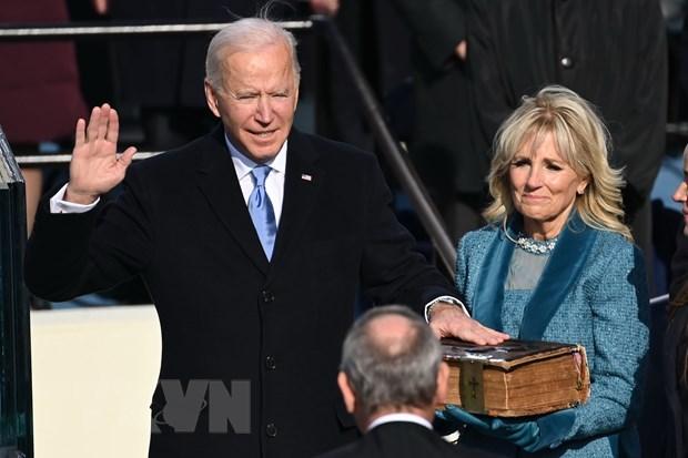 越南领导人向美国总统和副总统致贺电 hinh anh 1