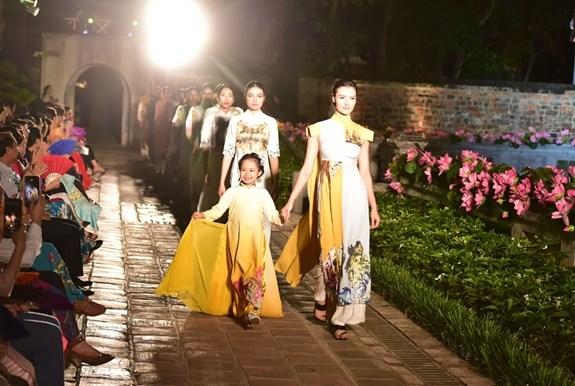 2021年越南奥黛周在全国启动 hinh anh 1