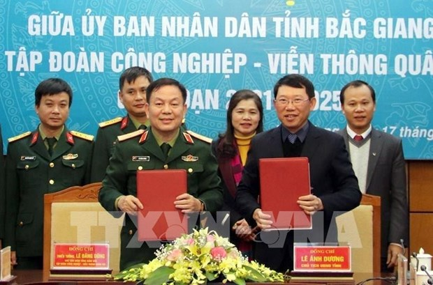 北江省与越南军队电信工业集团签署有关电子政务和智慧城市建设合作备忘录 hinh anh 1
