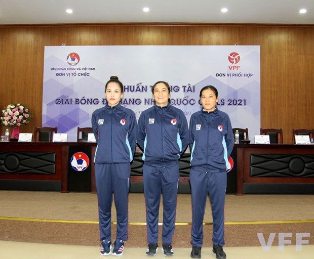 2021年越南足球甲级联赛或将首次有三名女裁判 hinh anh 1