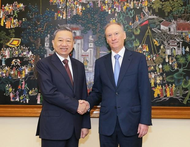 促进越南与俄罗斯在新冠肺炎疫情背景下确保人的安全领域的合作 hinh anh 1