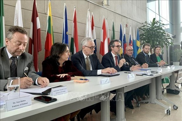 欧盟驻越大使强调向越南提供阿斯利康疫苗的安全性 hinh anh 1