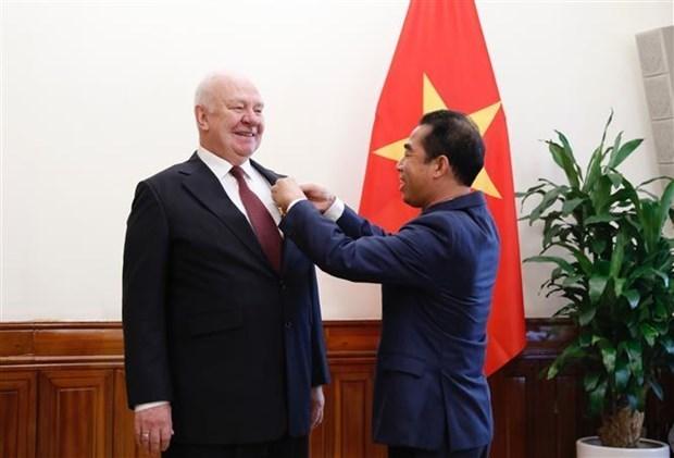 俄罗斯驻越大使荣获越南友谊勋章 hinh anh 1
