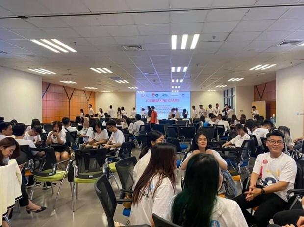 2021年旅外越南大学生领袖营吸引众多青年参加 hinh anh 1