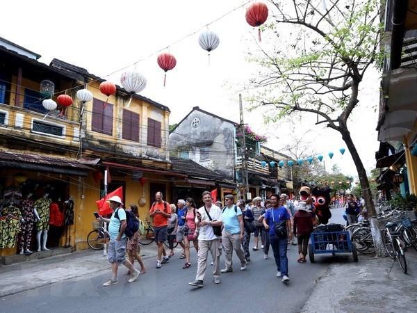 开放国门重新迎接国际游客需确保防疫安全 hinh anh 1